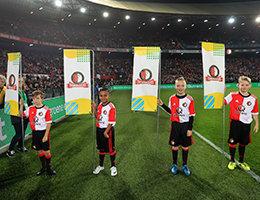 Kans maken om vlaggenkind te zijn tijdens een thuiswedstrijd van Feyenoord