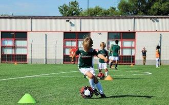 Jonge Feyenoorders trainen als Feyenoord-prof