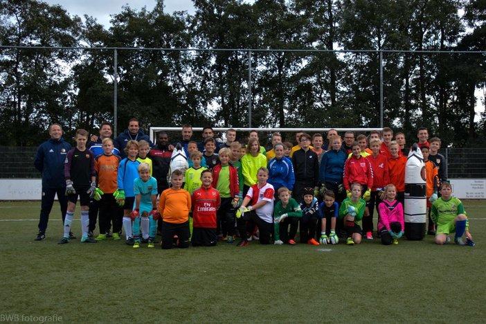 Feyenoord Academy geeft keepersclinic bij Academy Partner VVIJ