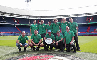 Team veldonderhoud De Kuip krijgt zesde schaal op rij