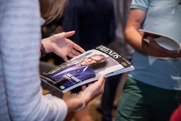Friends in Business presenteert blad in De Kuip