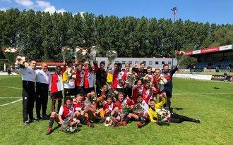 Feyenoord O16 in stijl naar landstitel