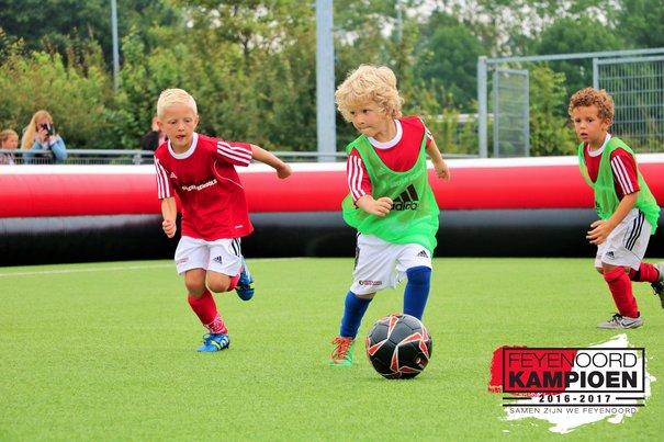Train als een kampioen tijdens een Feyenoord Soccer Camp!