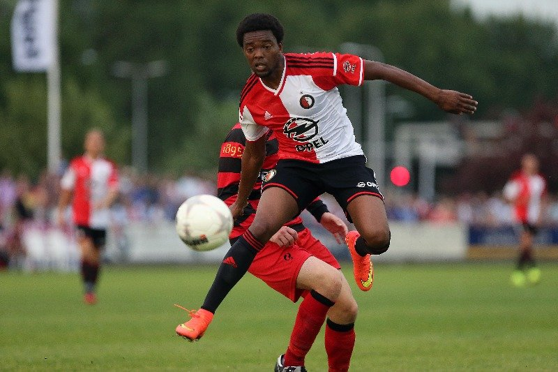 Feyenoord boekt bescheiden zege op V.O.C.