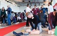 Duizend nieuwe burgerhulpverleners na gratis cursus in De Kuip