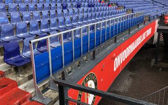Eerste rail seats geplaatst in Vak S