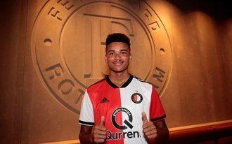 Feyenoord bindt weer jeugdspeler: Denzel Hall zet handtekening