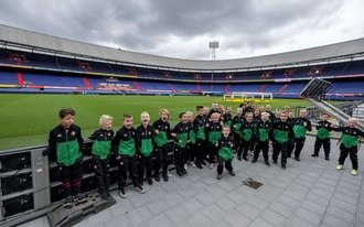Prijswinnaars beleven dag van hun dromen bij Feyenoord