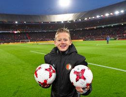Kans maken om ballenjongen/-meisje te zijn bij een thuiswedstrijd van Feyenoord